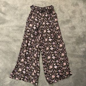 Urban cropped flower pants! NWT!